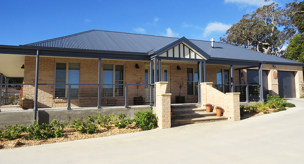 Couple apply own design ideas to new home bundanoon nsw for Kit home designs nsw