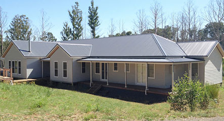Sure is nice to see a beautiful steel frame home in such a beautiful area as Kinglake, Victoria. This Richmond based design is just one of many home built Paal kit homes.